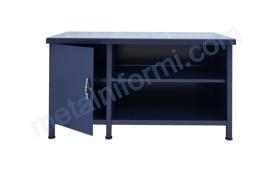 Работна маса за автосервиз с чекмедже и метален шкаф.
