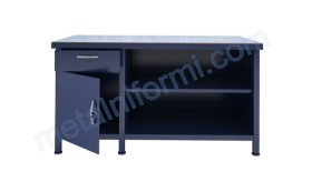 Маса изработена от желязо с метален плот, чекмедже и шкаф.